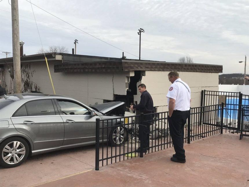 Car hits Columbia building