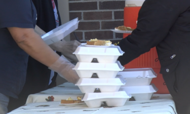 Curbside Thanksgiving meals at Salvation Army in Jefferson City