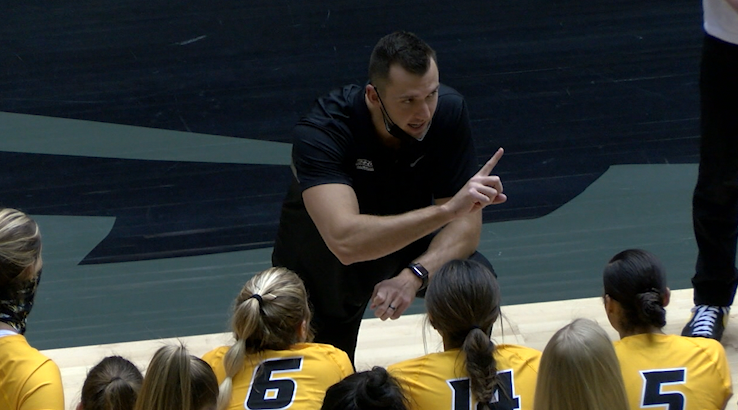 Mizzou volleyball coach Josh Taylor talks to his team as they face LSU on Jan. 29. 2021.