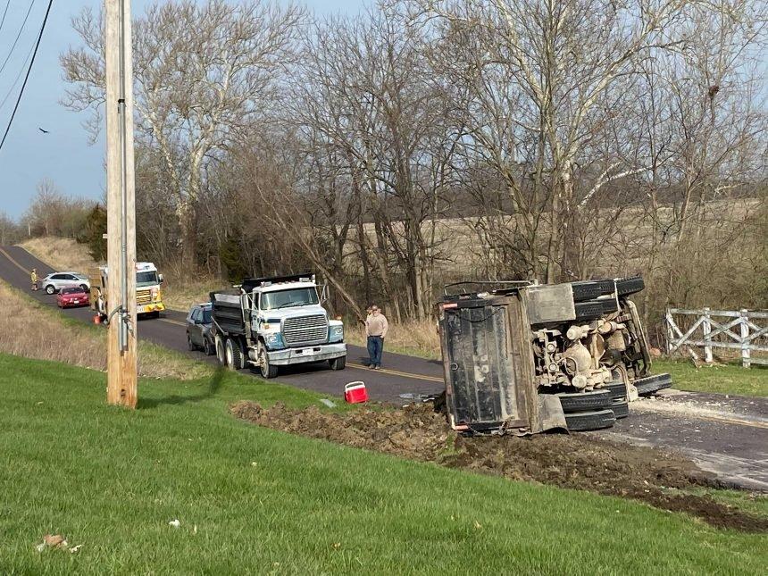 dumptruck crash closes e oakland church road north columbia