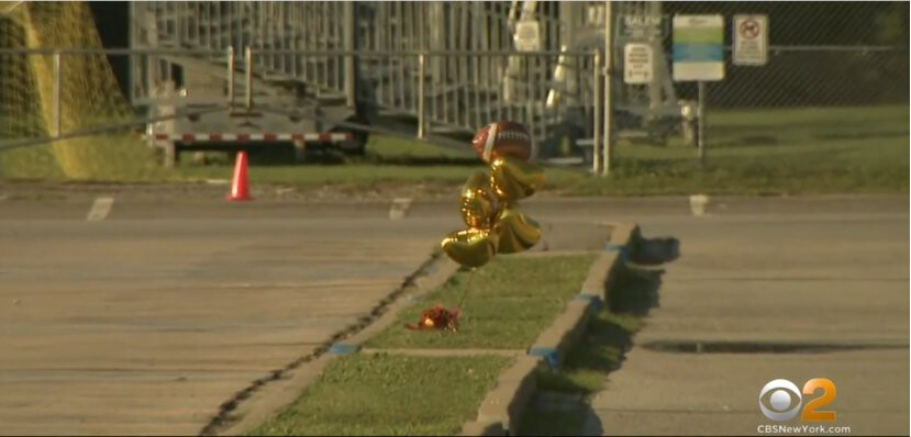 <i>WCBS</i><br/>Balloons and flowers mark the spot where Quraan Smith