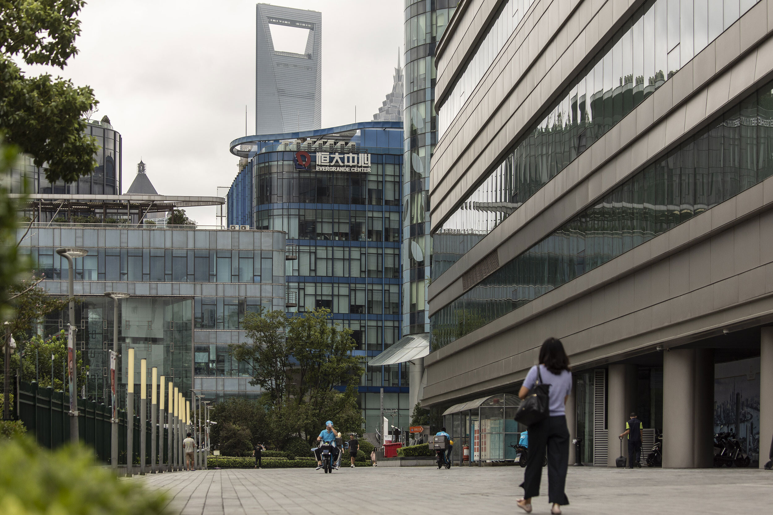 <i>Qilai Shen/Bloomberg/Getty Images</i><br/>Shares of Evergrande fell more than 10% in Hong Kong.